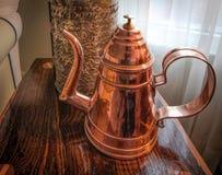 Pot de cuivre de style colonial Handcrafted de chocolat images libres de droits
