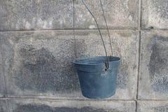 Pot de fleur en plastique noir vide Images stock