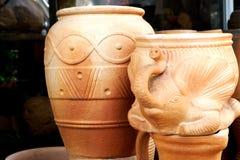 Pot de fleurs de poterie sous le soleil images libres de droits
