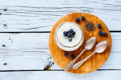 Pot de maçon de yaourt images stock