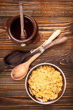Pot de miel de flocons d'avoine photo libre de droits