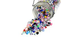 Pot de perles pour des bijoux de métiers Photo stock
