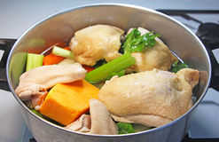 Pot de potage au poulet Photo stock