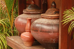 Pot de poterie de terre antique de Thaïlande Photographie stock