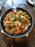 Pot de riz frit de fruits de mer Photographie stock
