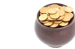 POT di ceramica con i soldi di metallo Fotografie Stock Libere da Diritti