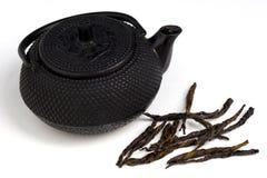 POT e foglie di tè del tè fotografia stock libera da diritti