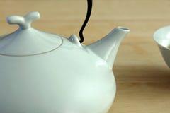 POT e tazza bianchi della porcellana Fotografie Stock