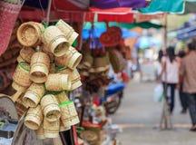 Pot en bambou pour la vente sur le marché Photographie stock libre de droits