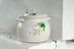 Pot en céramique peint images stock