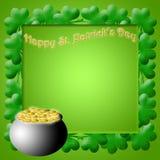 POT felice di giorno della st Patricks dei fogli dell'acetosella dell'oro Fotografie Stock