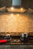 Pot op fornuis in moderne keuken Royalty-vrije Stock Foto