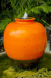 Pot orange de fontaine Image stock
