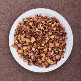 Pot-pourri em uma placa branca Foto de Stock