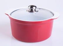 pot of rode pot met dekking op achtergrond Royalty-vrije Stock Foto's