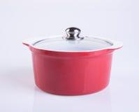 pot of rode pot met dekking op achtergrond Royalty-vrije Stock Afbeelding