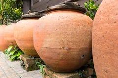 Pot thaïlandais d'argile de l'eau Photo stock
