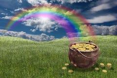 Pot van gouden muntstukken Stock Foto's