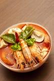 Potage épicé thaï de crevette rose (Tom Yum) Photographie stock libre de droits
