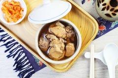 Potage au poulet noir d'ail Images libres de droits