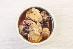Potage au poulet noir d'ail Photo libre de droits