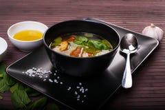 Potage aux légumes avec le pesto Image stock