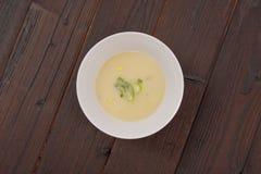 Potage aux légumes blanc avec l'ail Image stock