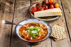 Potage aux légumes de Minestrone avec le parmesan. Photos libres de droits