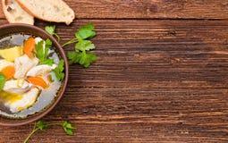 Potage avec le poulet et les légumes Images stock