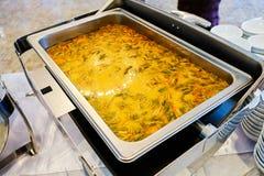 Potage chaud et aigre de fruits de mer photos stock