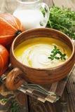 Potage de potiron avec de la crème Images stock