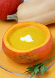 Potage de potiron avec de la crème photo libre de droits