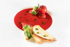 Potage de tomate sur le fond blanc Photo stock