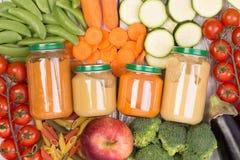 Potages aux légumes pour un bébé Images stock