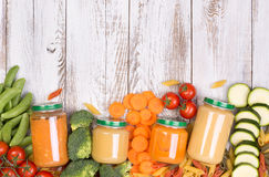 Potages aux légumes pour un bébé Images libres de droits