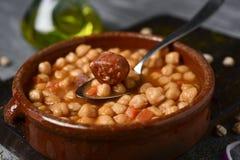 Potaje de garbanzos, ragoût espagnol de pois chiches Images stock
