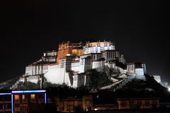 Potala宫殿在晚上 免版税图库摄影