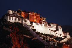 potala Тибет дворца ночи Стоковое Фото