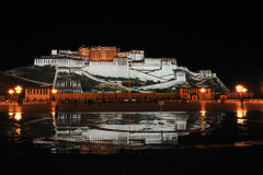 potala дворца ночи Стоковое фото RF