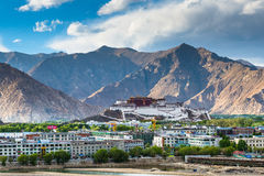Potala kloster i Tibet Arkivbild