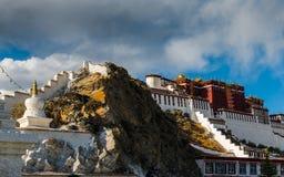 Potala kloster i Tibet Fotografering för Bildbyråer