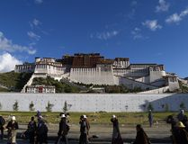 POTALA PALACE. THIS AMAZING PALACE WAS DALAJ LAMAS RESIDENCE BEFOR CHINESE OCCUPATION stock photos