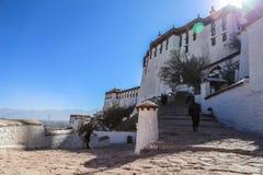 Potala slott i Lhasa, Tibet arkivfoton