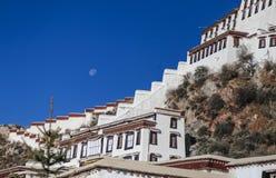 Potala slott i Lhasa, Tibet fotografering för bildbyråer