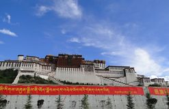 Potala slott i Lhasa, Tibet region Royaltyfria Foton