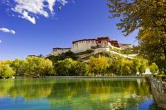 Potala slott, i Tibet av Kina Fotografering för Bildbyråer