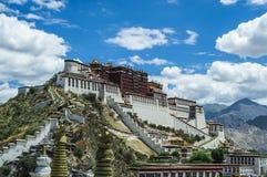 Potalapaleis, Tibet China stock foto's