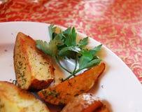 Potatis fri och parsley Arkivbilder