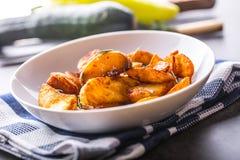 Potatis grillade potatisar Amerikanska potatisar med salta rosmarin a fotografering för bildbyråer