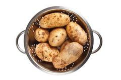 Potatis i durkslag Arkivbild